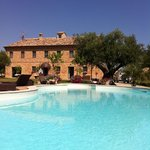 veduta country house con scorcio piscina