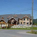 Golden Hostel, Kicking Horse River Lodge