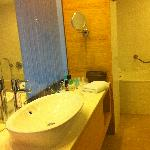bathroom of room 175