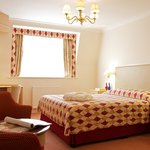 Walton Cottage Hotel &amp; Suites
