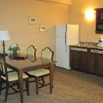  Business Suite-Dining rm