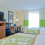 Double Queen Room spacious for families and traveling teams