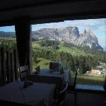 Dalla sala pranzo panorama direttamente sullo Sciliar