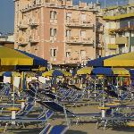  foto dell&#39;Hotel Aurora dalla spiaggia