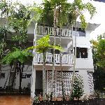Latitude 16 Port Douglas Coral Apartments resmi
