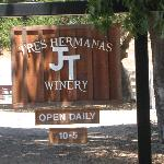 Tres Hermanas Winery