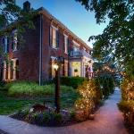 1851 Historic Maple Hill Manor Bed & Breakfast Foto