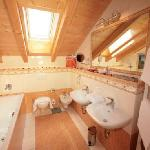 Badezimmer-Alpenpanorama-Junior-Suiten