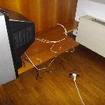  TV with trailing extension cables