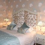 CUSTOMS INN - LAURA ASHLEY ROOM 1