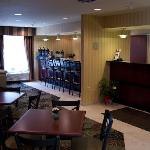 Warm & Inviting featuring free hot breakfast and Guest Lobby Bar