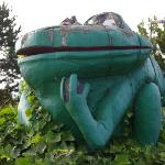  frog statue gazing skyward