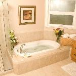  Deluxe 4 piece bath - The Cypress Room