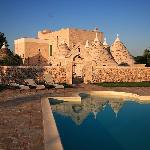 trulli riflessi in piscina