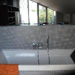 Bath Tub with splash Back