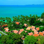 Thai Village and houses directly on Dongtan Beach