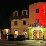 Hotel Brasov by night
