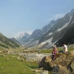 sonmarg with family