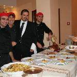  lo staff al completo formato dai 3 chef e i camerieri....COMPLIMENTI RAGAZZI!