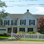 Inn at Quogue - Front View