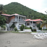 Photo de Fort Recovery Beachfront Villa & Suites Hotel