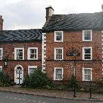 Crewe and Harpur Arms resmi