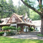 The Gatehouse Country Inn Bed and Breakfast