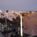  abendlicher Blick vom Hotel auf Albufeira und den Strand