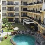 Kuta Town House Apartments resmi