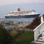 Queen Mary 2 passes the point