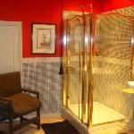 spacious ensuite - super powered shower
