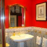  ensuite- faultless decor