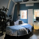 Blue Room - comfy round bed