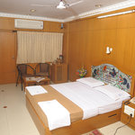 Navaratna Hotel