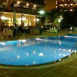 california palace -salou-piscina de noche