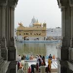  ...Eingang zum &quot;Goldenen Tempel&quot; von Amritsar...
