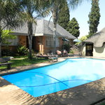 Sunrock Guest House - pool and lapa.