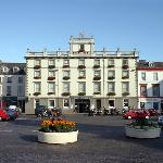 The Cross Keys Hotel is situated in Kelso's picturesque French-styled cobbled square