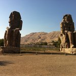 ‪Colossi of Memnon‬