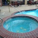  whirlpool with swimming pool