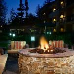 Outdoor Firepit - Grab a drink and relax!