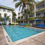 Avalon Waterfront Inns Beach Resort