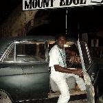 Need a pick up to Mount Edge Guest House, Jamaica ???