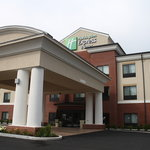 ‪Holiday Inn Express & Suites Fairmont‬
