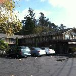  Hillside Inn - Front Parking Area