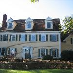 Above the Bay at Thornton Adams Bed and Breakfast resmi