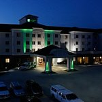 Holiday Inn & Suites Airport