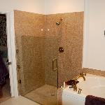  Shower and jetted tub
