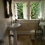Bathroom of the Myrtle Cottage's masters bedroom