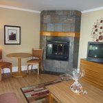  living room with fireplace (1 log provided)